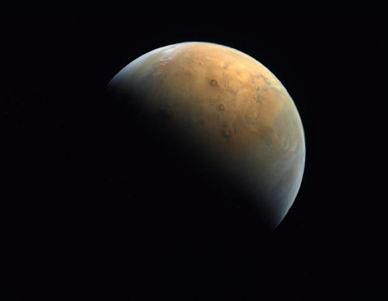 uae-releases-first-close-up-image-of-mars