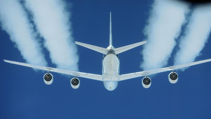 لماذا-تترك-الطائرات-أثرا-أبيض-في-السماء؟